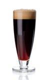 Misted exponeringsglas av rött öl på vit Fotografering för Bildbyråer