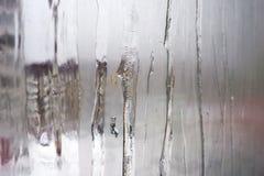 Misted Glas-Windows mit eisigen eingemachten Strömen Stockfotografie