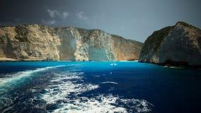 Misterio del agua - naufragio en la playa de Navagio Fotos de archivo libres de regalías