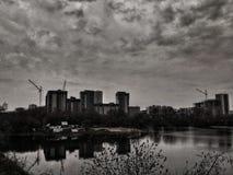 Mistero in bianco e nero della città immagine stock
