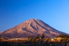 Misti Volcano a Arequipa, Perù fotografia stock libera da diritti