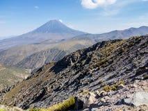 Misti vulkan i peruanska Anderna Royaltyfri Foto