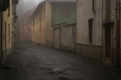 The mistic street in the city, foggy day in Italy.  Royalty Free Stock Photos