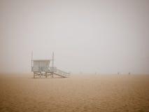 Mistig Strand Stock Afbeelding