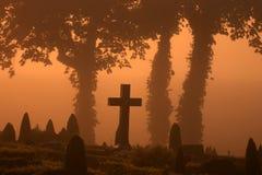 Mistige begraafplaats Stock Foto