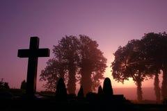 Mistige begraafplaats Stock Foto's