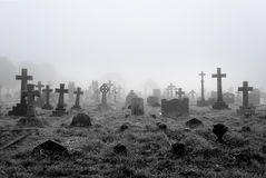 Mistige Begraafplaatsachtergrond Stock Foto's