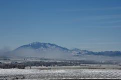 Mistige bergen Royalty-vrije Stock Afbeeldingen