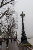 Mistige dag in Londen stock foto's