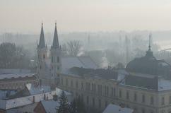 Mistige mening over St Ignatius Church in Esztergom Stock Foto