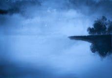 Mistige rivier Stock Foto's