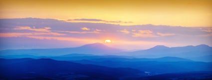 Mistige vallei sunrise_1 Royalty-vrije Stock Foto's