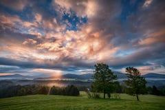 Mistige zonsopgang over Boheems Zwitserland Stock Foto's