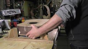 Mistrzowskie luthier gitary przy pracą zbiory