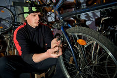 Mistrzowskie rower naprawy w warsztacie 23 Fotografia Royalty Free