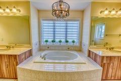 Mistrzowskiej sypialni washroom fotografia royalty free