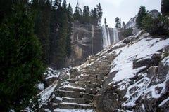Mistslinga i den Yosemite nationalparken Royaltyfri Fotografi
