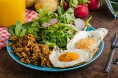 Mistura - batata dos marrons com ovos Fotografia de Stock Royalty Free