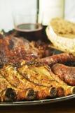 Mistura de carne grelhada com vinho e pão Foto de Stock Royalty Free
