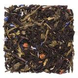 Mistura de chá preto com chá do sencha e flores e morango verdes da centáurea Foto de Stock