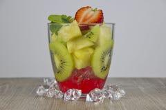 Mistura de fruto fresco e de bagas fotografia de stock