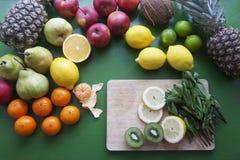 Mistura de frutos para batidos - quivi, manga, bananas, tangerina, le Foto de Stock