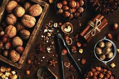 A mistura de porcas e de especiarias para cozer endurece Fotografia de Stock Royalty Free