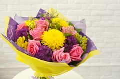 Mistura de ramalhete das flores do verão para o aniversário foto de stock royalty free