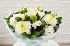 Mistura de ramalhete das flores do verão para o casamento imagem de stock