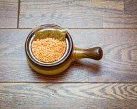 Mistura de sopa da lentilha com pacote da especiaria Foto de Stock