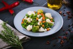 Mistura deliciosa de vegetais na placa Vista de acima Imagens de Stock Royalty Free
