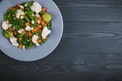 Mistura deliciosa de vegetais na placa Vista de acima Fotos de Stock Royalty Free
