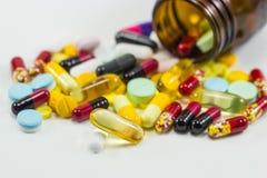 Mistura diferente do montão da cápsula dos comprimidos das tabuletas Imagens de Stock Royalty Free