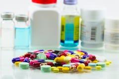 Mistura diferente do montão da cápsula dos comprimidos das tabuletas Fotografia de Stock Royalty Free