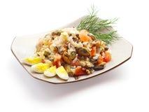 Mistura dos ovos, do mexilhão, da faixa salmon, do arroz e do aneto Fotografia de Stock
