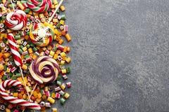 Mistura dos pirulitos e dos doces Imagens de Stock