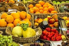 Mistura exótica do fruto no mercado Foto de Stock Royalty Free