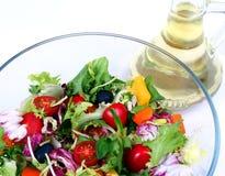 Mistura fresca da salada com petróleo verde-oliva Fotos de Stock Royalty Free