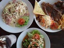 Mistura tailandesa e europeia do almoço grande do alimento Foto de Stock