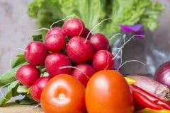 Mistura vegetal na placa da cozinha Alimento do vegetariano imagem de stock royalty free