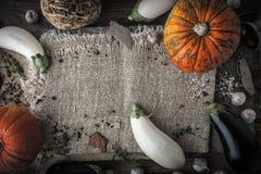Mistura vegetal na tabela rústica horizontal Fotos de Stock Royalty Free