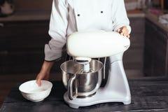 Misturador de massa para o bolo Foto de Stock Royalty Free