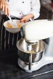 Misturador de massa para o bolo Imagem de Stock