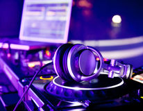 Misturador do DJ com auscultadores imagens de stock royalty free