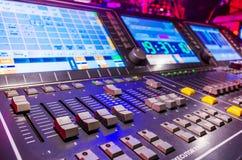 Misturador sadio audio com botões e slideres imagem de stock