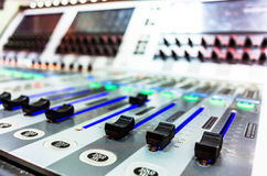 Misturador sadio audio com botões e slideres fotografia de stock royalty free
