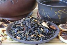 Misture uma mistura do chá verde e preto Imagens de Stock