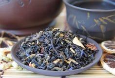 Misture uma mistura do chá verde e preto Fotografia de Stock