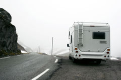 misty ορεινή έκταση motorhome Στοκ Εικόνες