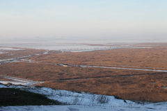 Misty πεδιάδα χειμερινών τοπίων στοκ φωτογραφία
